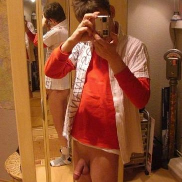 Hot Guy With No Undies Show Hard Dick