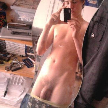 Twink Taking Pic His Body And Long Dick