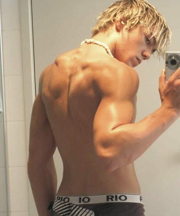 Blonde Hunk Show His Hot Muscled Back