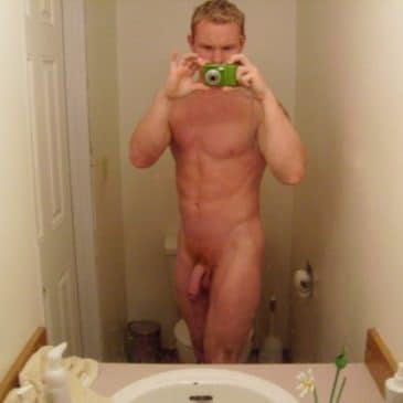 Sexy Blond Dude Take Pic Of His Naked Body