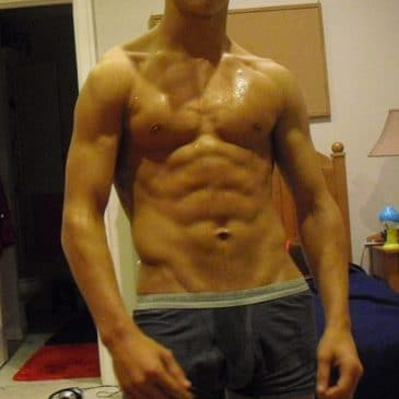 Muscled Guy Show His Hot Abs On Cam