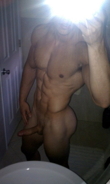 Muscle Stud With A Stiff Cock Taking Nude Pics